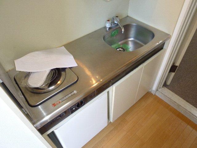 ジュネパレス習志野第08 102号室のキッチン