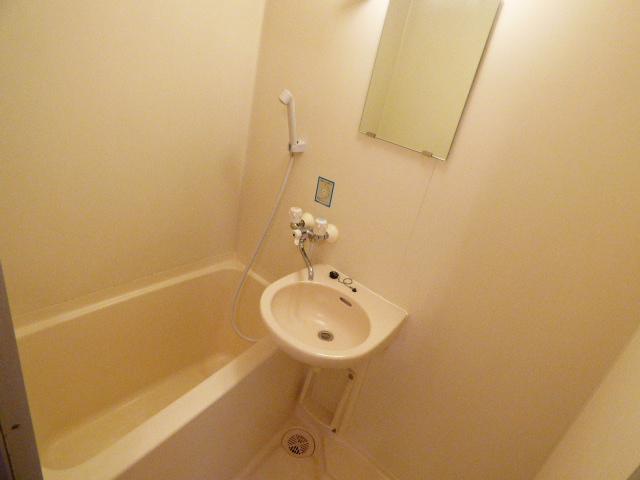メゾン谷津マンション 201号室の風呂