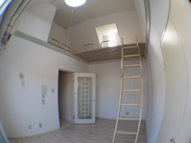 スターホームズ山手 202号室のリビング