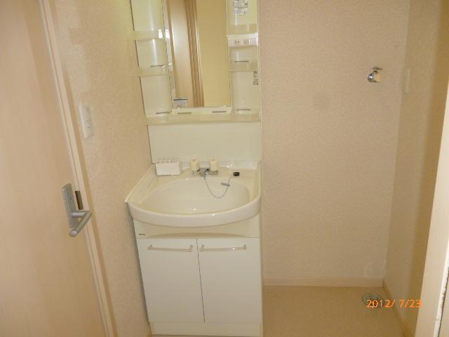 ランドマークヴュー横浜 101号室の洗面所