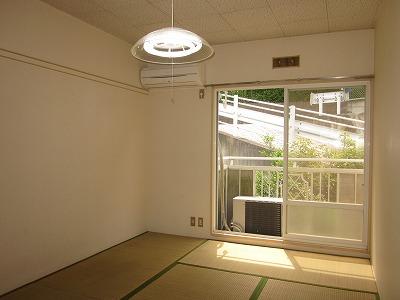 コーポ草風A棟 201号室のリビング
