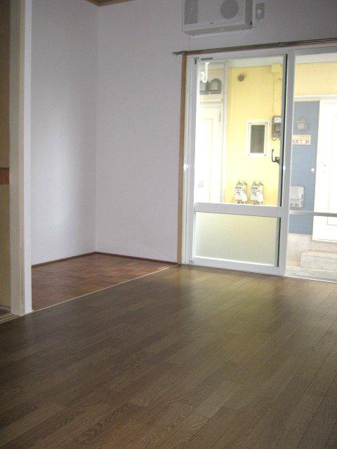 サンハイツB 102号室のリビング