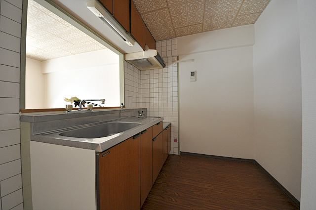 ファミール小幡 107号室のキッチン