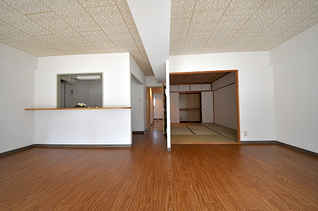 ファミール小幡 107号室のリビング