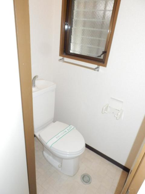 プチメゾン フジ 101号室のトイレ