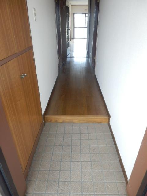 ツインズわらび 305号室の玄関