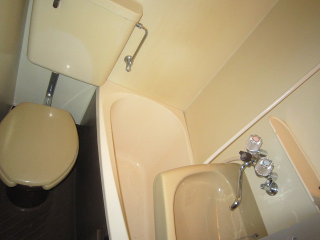 キャピタル北町 205号室の風呂
