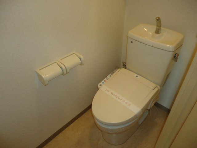 ヴァンベール 107号室のトイレ
