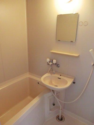 コルチナリア都賀 202号室の風呂