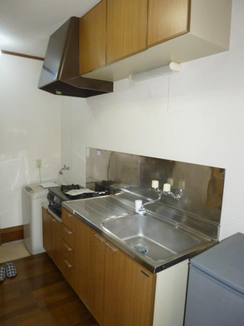 オリーブハウス2 203号室のキッチン