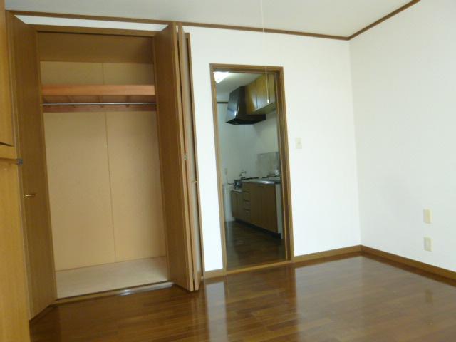 オリーブハウス2 203号室のリビング