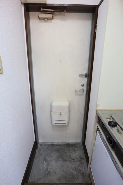 シンメイビル 202号室の玄関