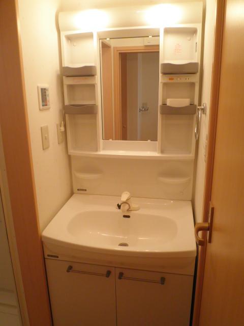 パールブライト根岸 101号室の洗面所