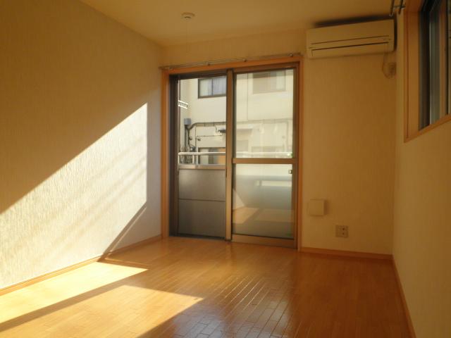 パールブライト根岸 101号室の居室
