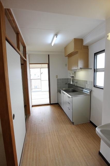 第2三井マンション 401号室のキッチン