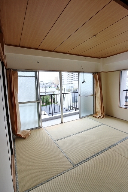 第2三井マンション 401号室のリビング
