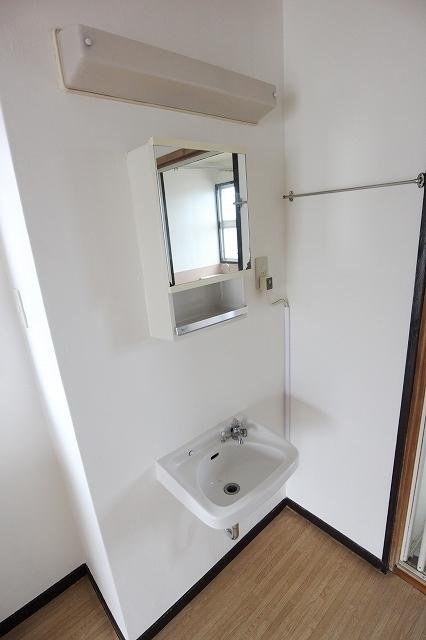 第2三井マンション 401号室の洗面所