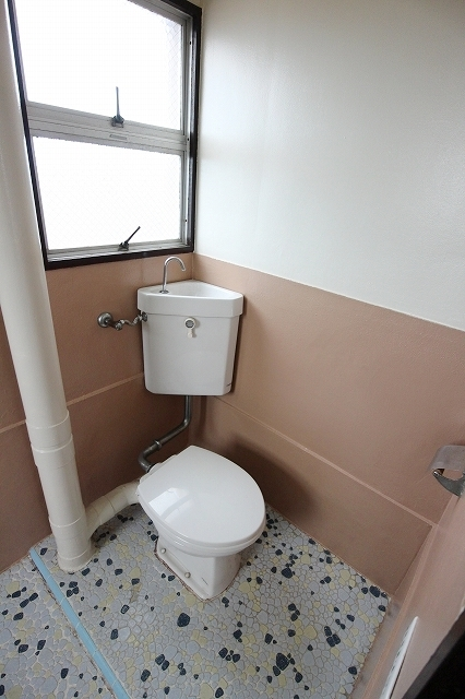 第2三井マンション 401号室のトイレ