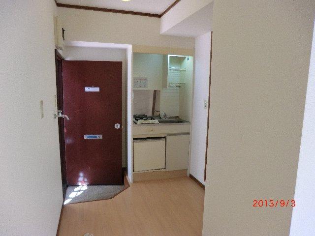 グランエスポアール 103号室の玄関