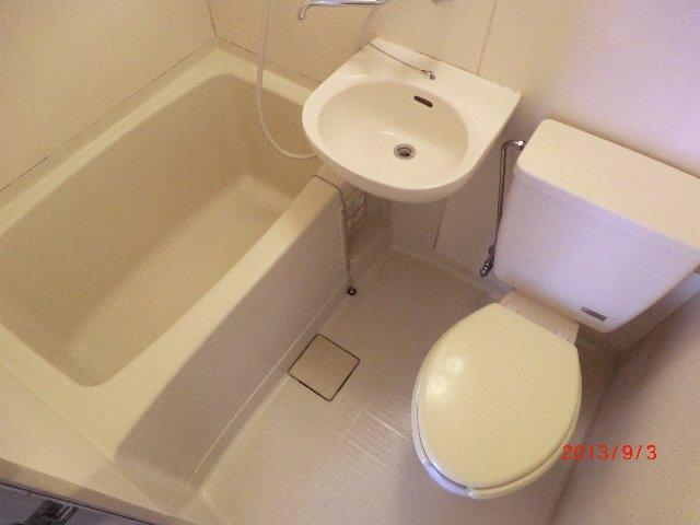 グランエスポアール 103号室の風呂