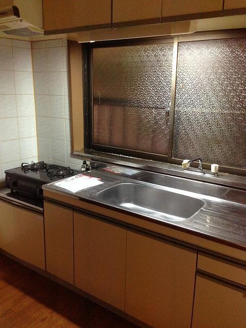 マンション渡田 302号室のキッチン