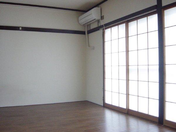 メゾン新川口東棟 201号室のリビング