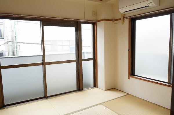 小谷田ビル 301号室のリビング