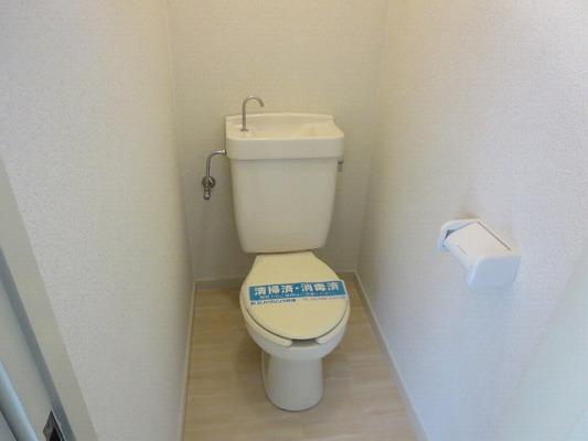 ベアコーポB 107号室のトイレ