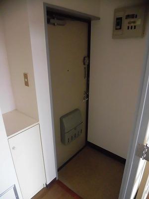 プロミネンスNENOYA 304号室の玄関