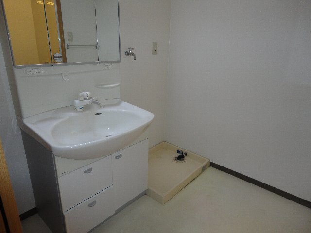 クラヴァス長岡京 101号室の洗面所