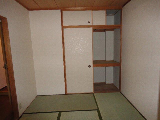 クラヴァス長岡京 101号室の居室
