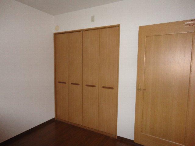 クラヴァス長岡京 101号室の収納