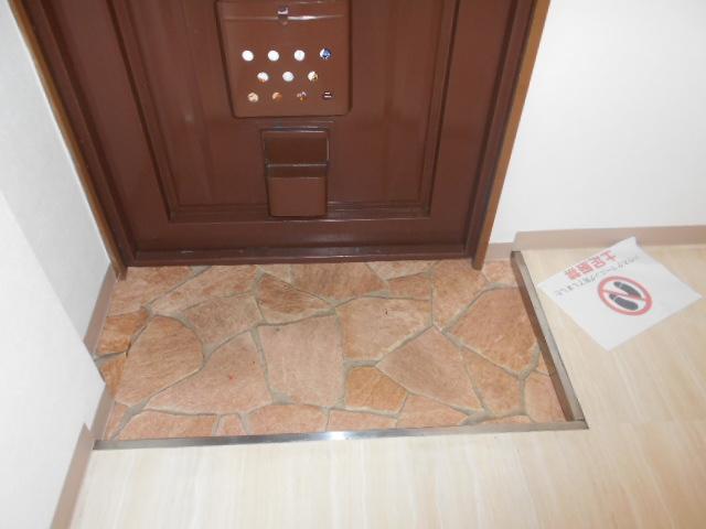 御池ハイツ 320号室の玄関