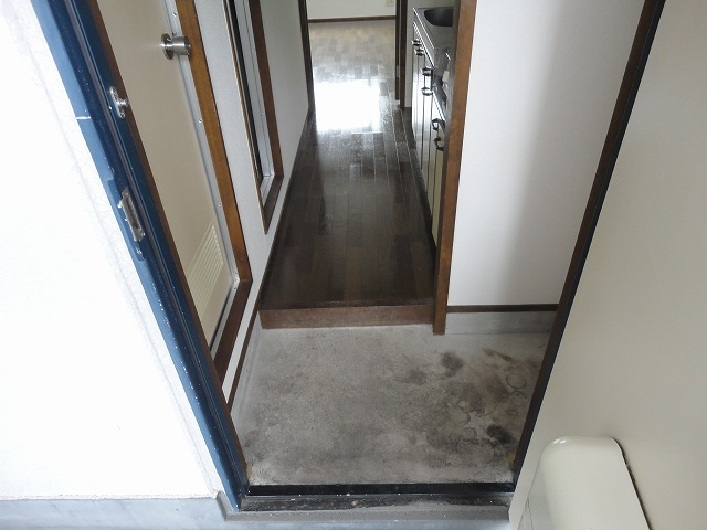 エスクワイヤーヴィヴィナリーⅠ 35号室の玄関