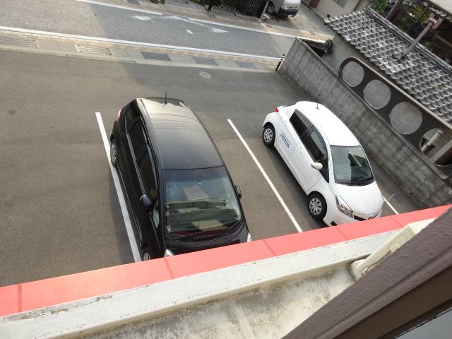 谷口ビル 22号室の駐車場