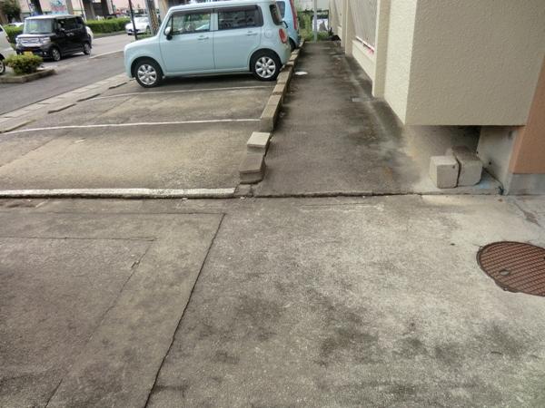 鎌田マンション 304号室の駐車場
