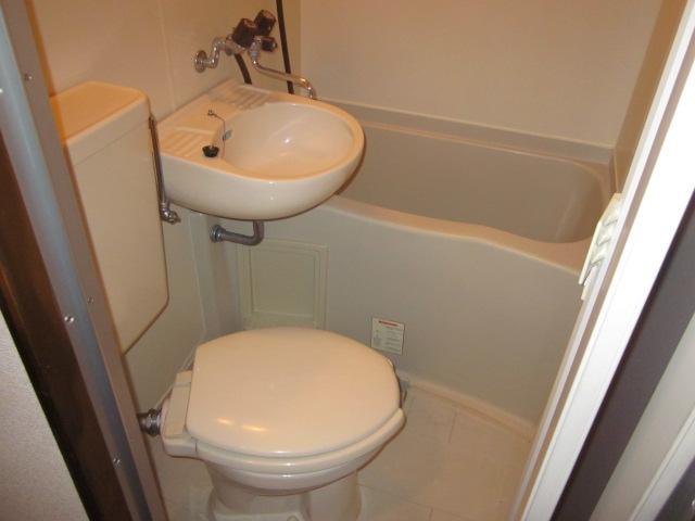 シティコザワ 205号室の風呂