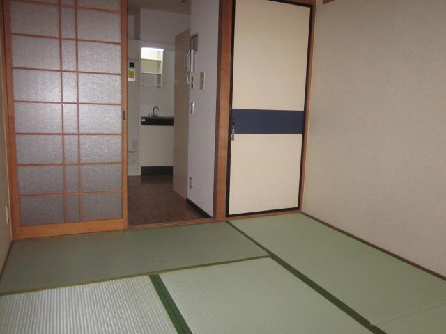 シティコザワ 205号室の居室
