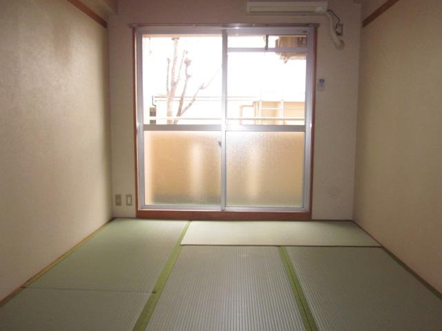 シティコザワ 205号室のリビング