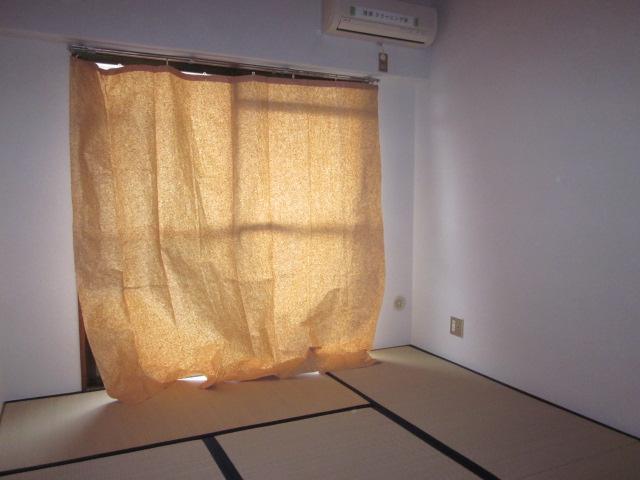 レジデンス大津 405号室のリビング