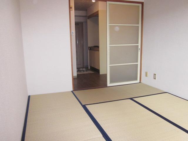 レジデンス大津 405号室のベッドルーム