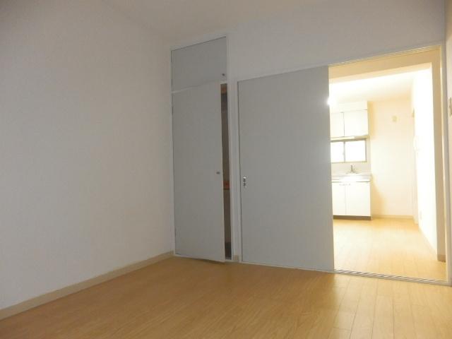 アランチォーネ 406号室の居室