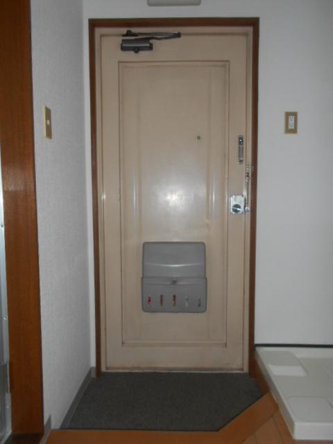 ハイムエスポワール 110号室の玄関