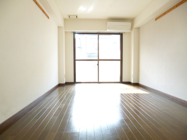 武蔵浦和ハイツ 107号室のリビング