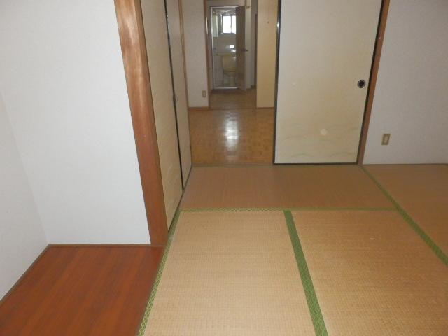 コーポラスユタカ 102号室のリビング