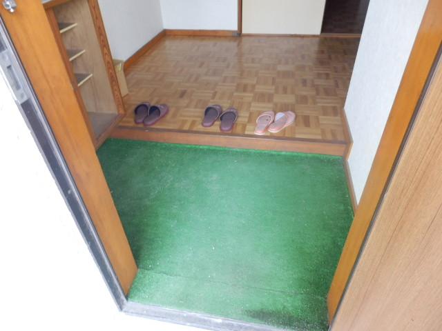 コーポラスユタカ 102号室の玄関
