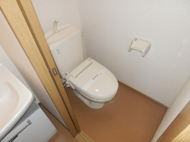 スタットアンクム B 103号室のトイレ