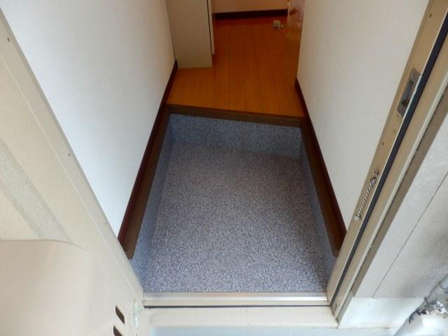 リバティ小松 103号室の玄関
