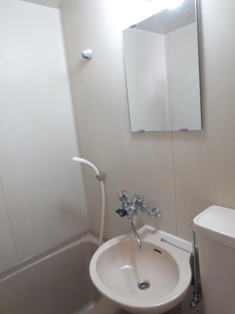 シャトレ尾山台 203号室の洗面所
