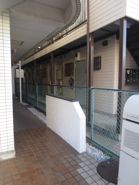 シャトレ尾山台 203号室のエントランス